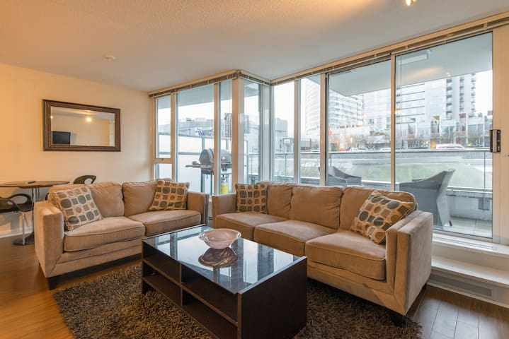 New- 1 bdr Downtown Vancouver Apt