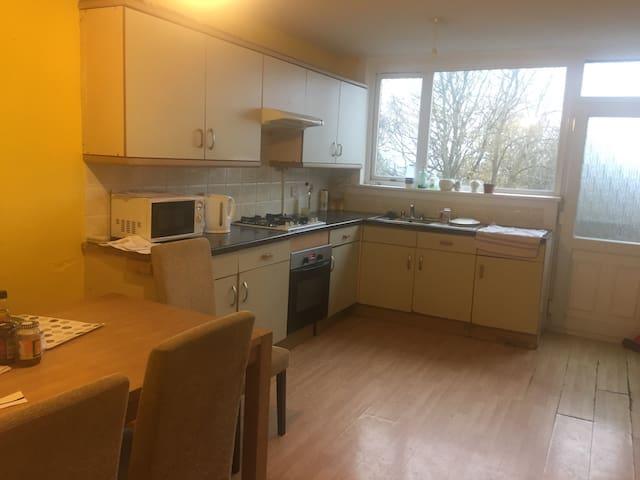 Cosy rooms Available - Dundee