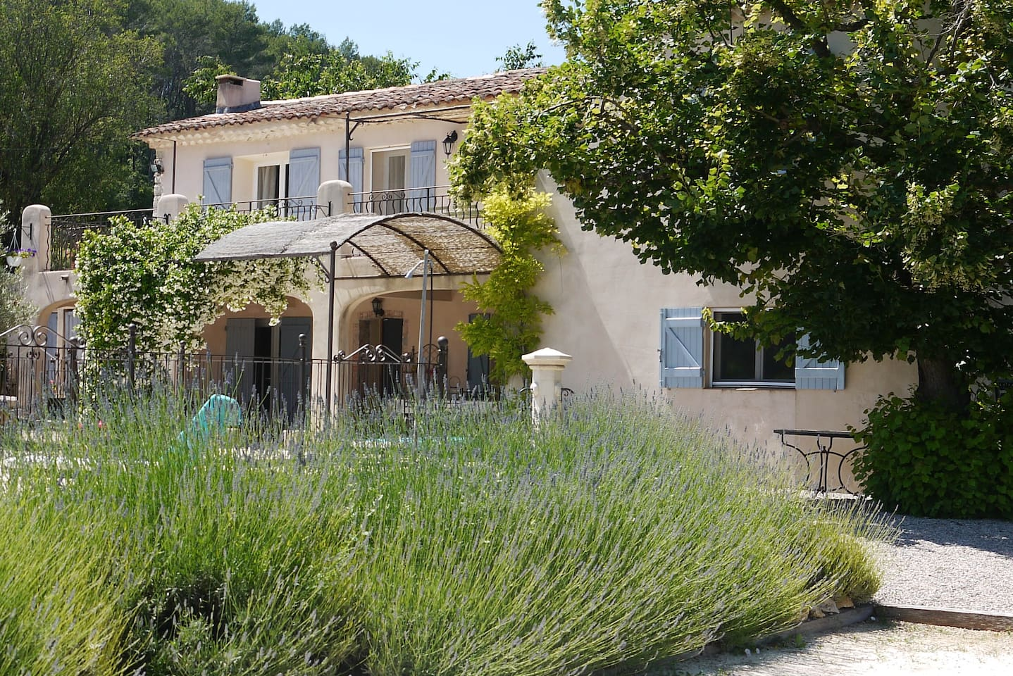 Farmhouse with private salt water pool and boules pitch  nestled in the vines