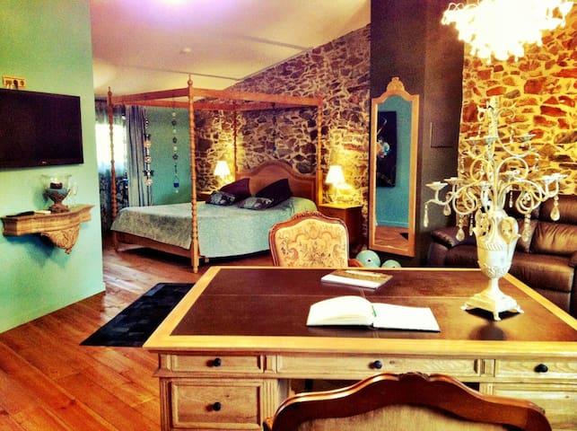 Suite Romantica Hotel Rural ( Johan Strauss) - Mollet de Peralada - Apartment