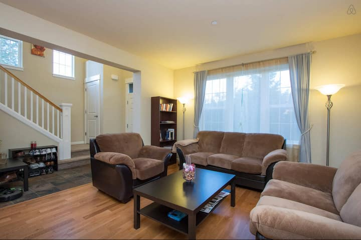 Upscale, Lovely, Spacious & Quiet