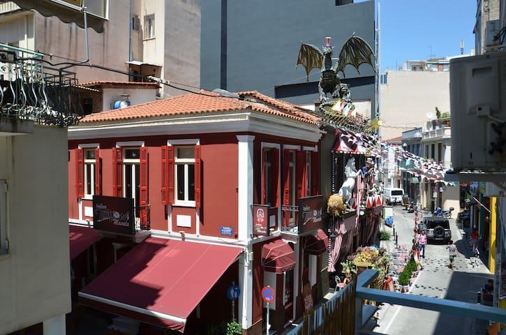 UrbanStudios - Super Down Town@ metro Monastiraki
