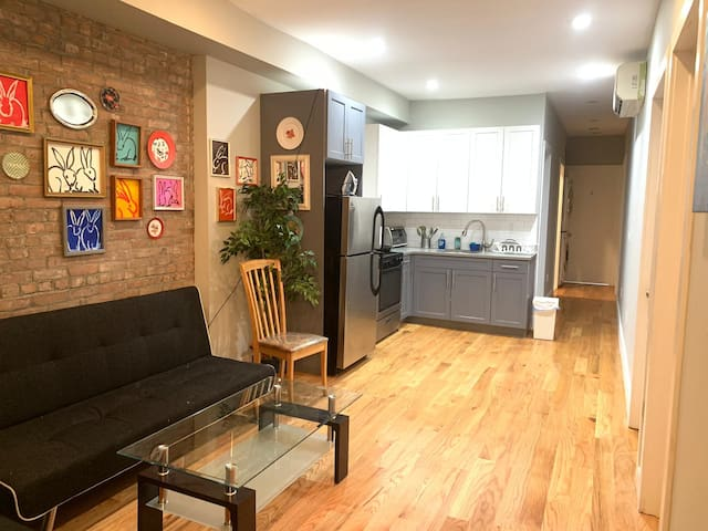 Handsome Room with 2 Beds+ Laundry in Williamsburg