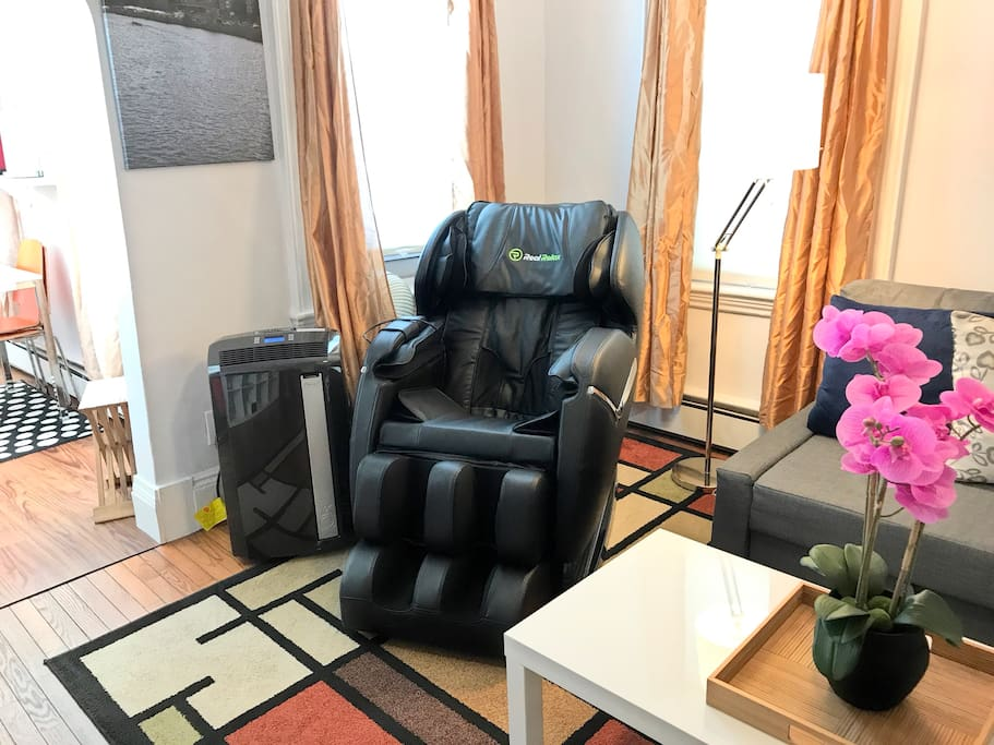 Luxury full body (shoulder all the way down to your feet) massage chair – and you may find that once you use it, you'll never want to leave – feel free to use it to your heart's (and body's) content.