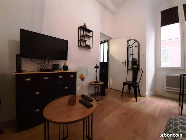 Coquet studio sur la place du marché de Bastia