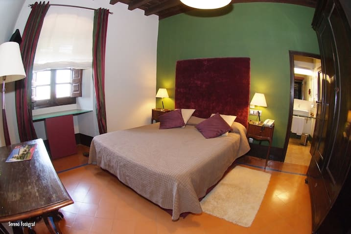 Double room in charming hotel in Costa Brava - Breakfast included