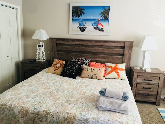 Delightful 1 Bedroom Beach Condo- 2nd Fl