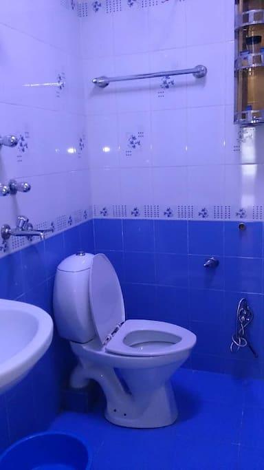 二楼房间内的卫生间