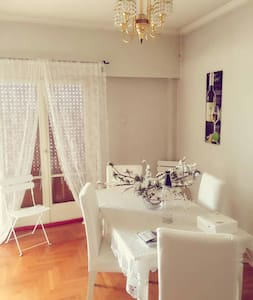 Charming City Center Appartment . - Athina - 公寓