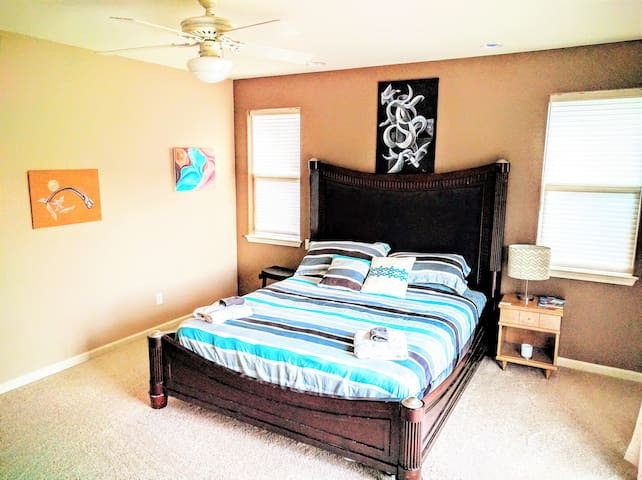 Spacious Home Master Bd Rm  CAL King Private Bath - Carson City - Huis