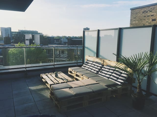 Modern & Bright 1br apt with huge balcony/terrace - London - Apartment