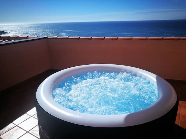 Black Sand Beach with Terrace HOT TUB & WIFI