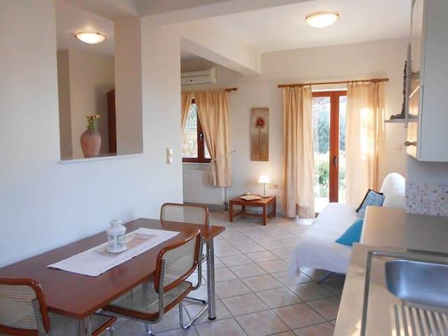 Palm Tree studio - with pool and panoramic views - Agia Marina - Pis
