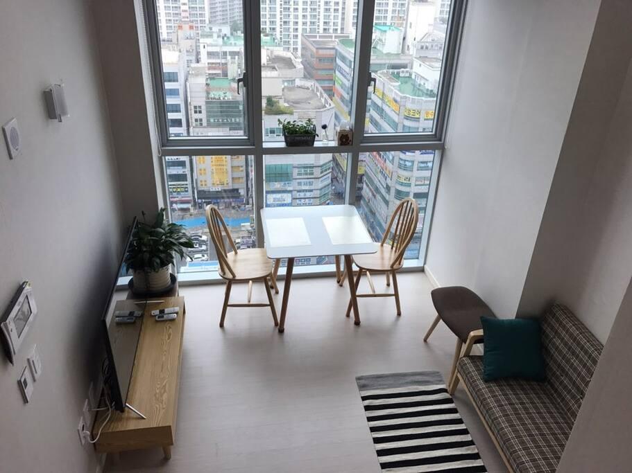 Living room (City view)