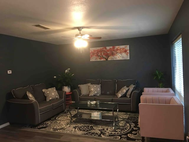 Private Bedroom in NRH, TX (Female Only)