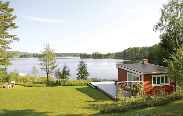Holiday cottage with 2 bedrooms on 66m² in Klässbol