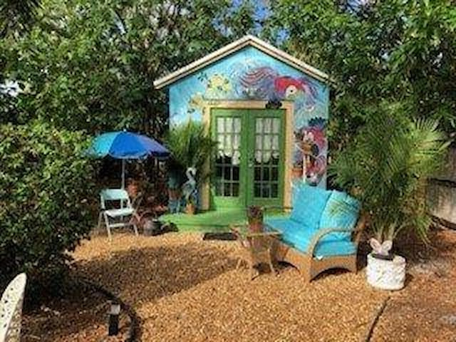 No contact cottage in Oakland Park LGBTQI friendly