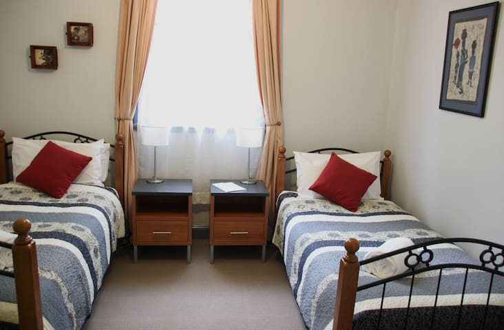 Glenella Guesthouse, Twin Room, Shared Bathroom