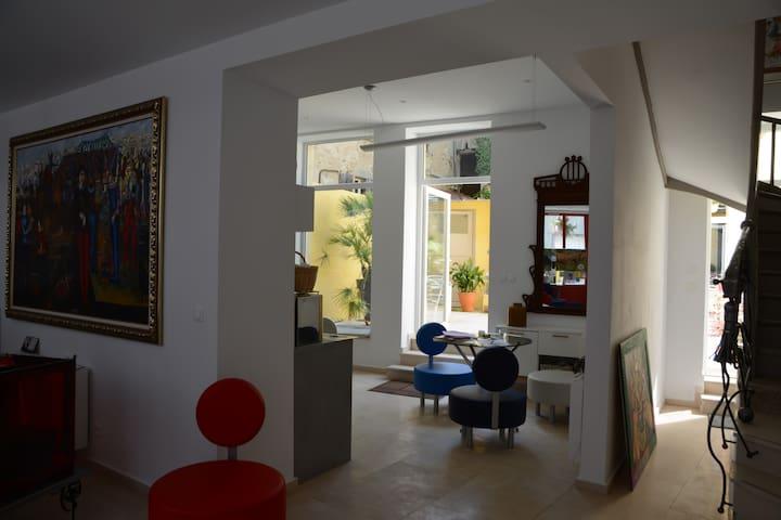48 URBAN SUITES - Dun-le-Palestel - 連棟房屋