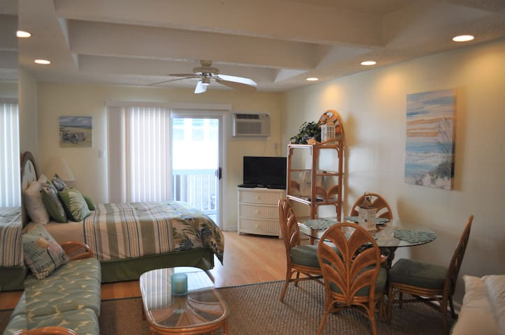 41 St Ocean Side 50 steps to beach Unit 3