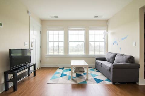 Bright 1 Bedroom Apartment Minutes from Uptown