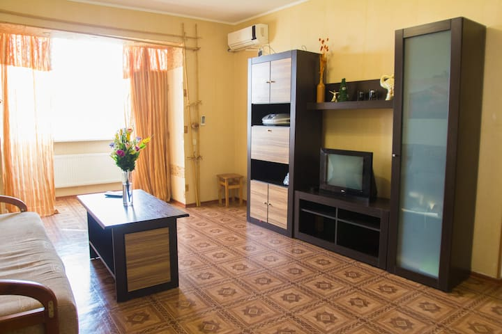 Semi-luxury Apartment on Tsentralnyiy Boulevard