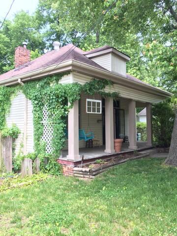 East Nash Cottage 5 Mins to Downtown & Five Points - Nashville - Talo