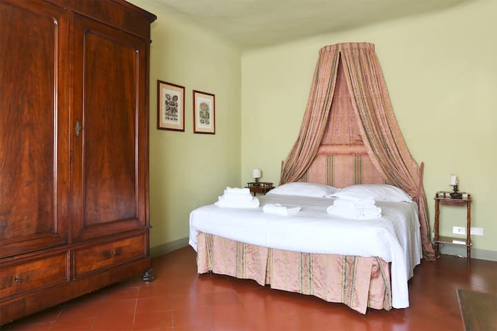 Bright 2 room apt on city roofs by Ponte Vecchio