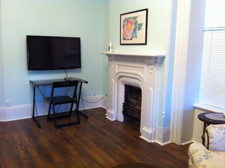 """48"""" TV and writing desk. Charming old fireplace is pretty but non-functioning."""