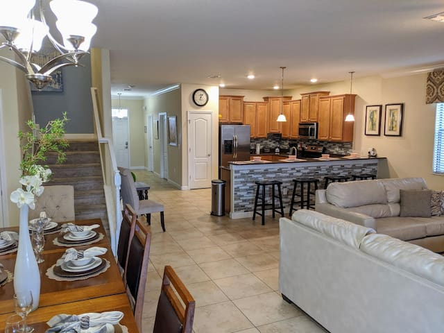Luxury Champions Gate 9B/5B home with game room & private south facing pool