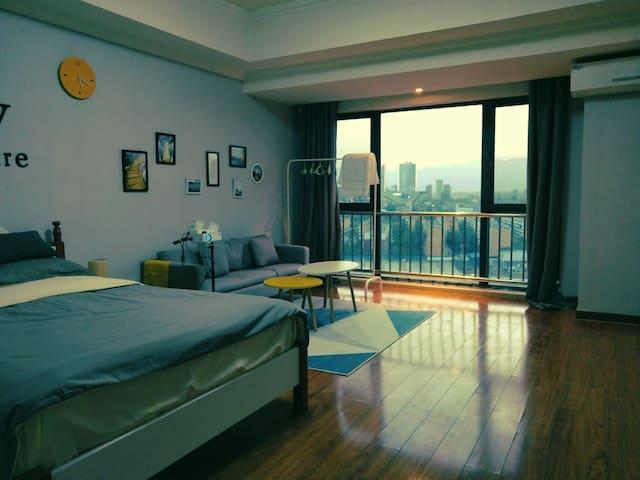 西夏万达落地式公寓,舒适温馨!