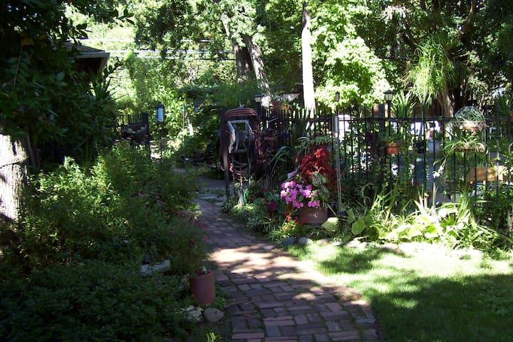 Land Park Garden Guest House - Sacramento