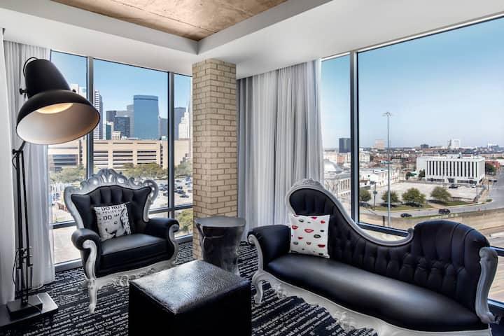 Corner King Suite @ Downtown Dallas Boutique hotel