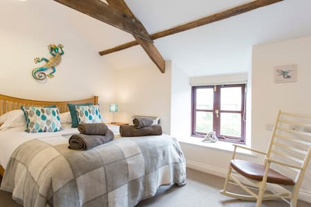 Secluded Pembrokeshire farm stay -Cornmill Cottage