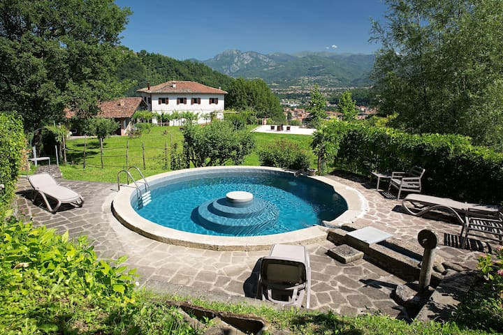 Wonderful private villa for 6 guests with private pool, WIFI, TV, patio, panoramic view and parking
