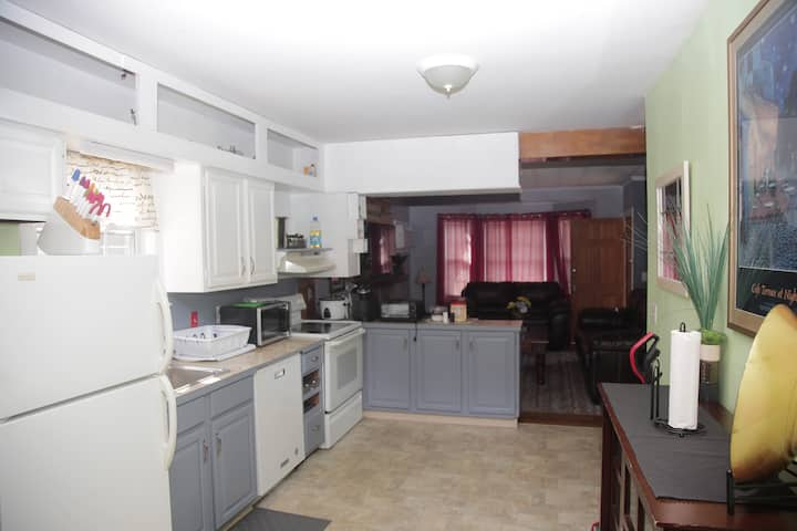 PVD 5beds Cozy/Spacious Wood fireplace/walk to PC