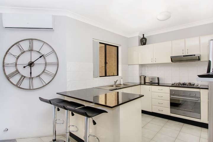 cozy apartment in a secure complex - Merrylands West - อพาร์ทเมนท์