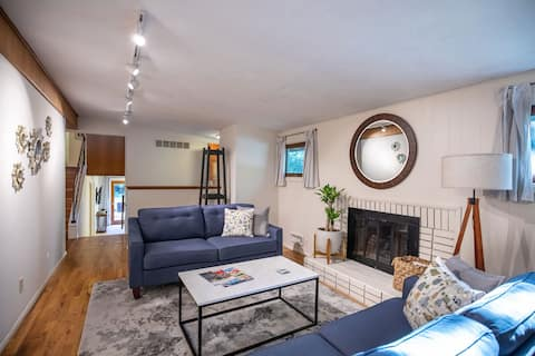 ▪️Tranquil Mid-Century Home Minutes from Downtown▪
