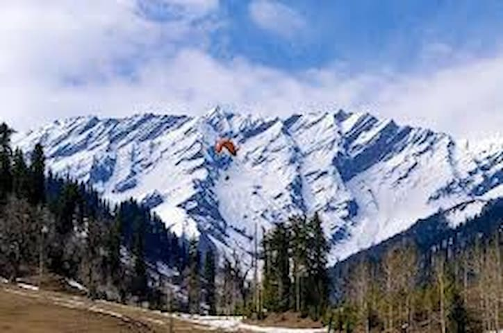Comfortable Room with In-House Cafe in Old Manali