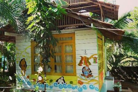 Nice hut with sea view balcony - Morjim, Goa, IN
