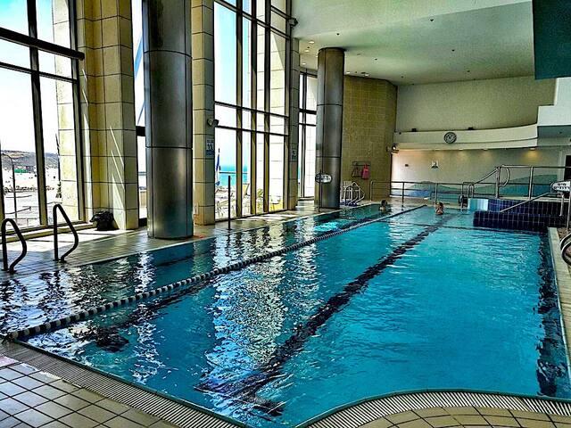 LUXURY 5*  WATERFRONT Sea, Pool, Marina & GYM