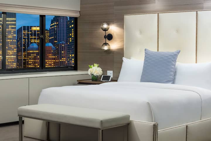 Renovated Executive Suite near Central Park