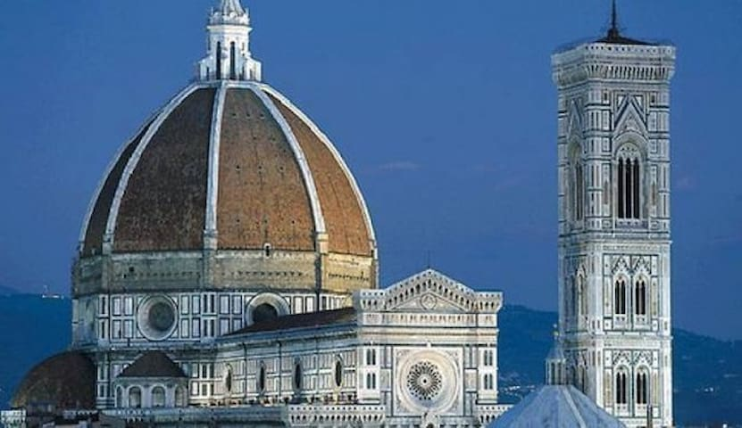 A very close apt to the Duomo area!