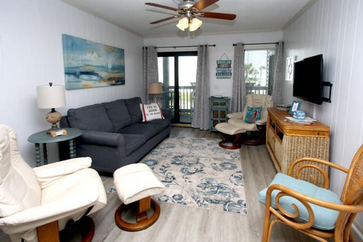 Ocean Forest Villas 106E, 2 BR Ocean View Condo with Outdoor Swimming Pool, Hot Tub and Kiddie Pool