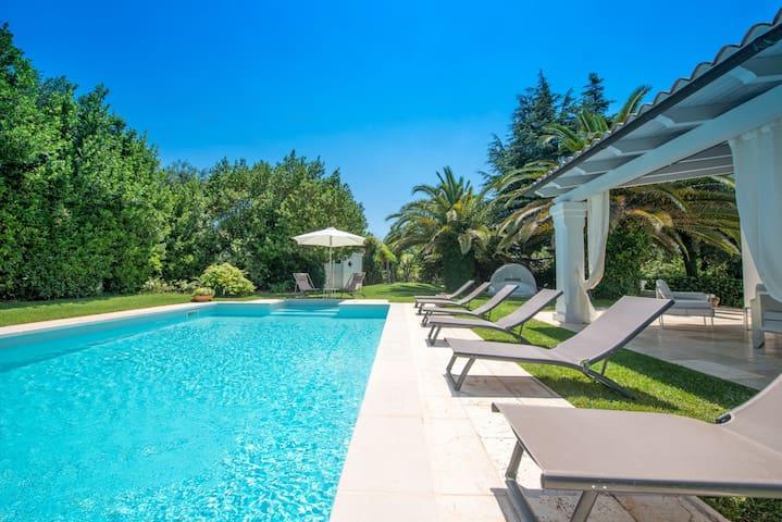 HelloApulia Trullo Bianco: Trulli Puglia Swimming Pool