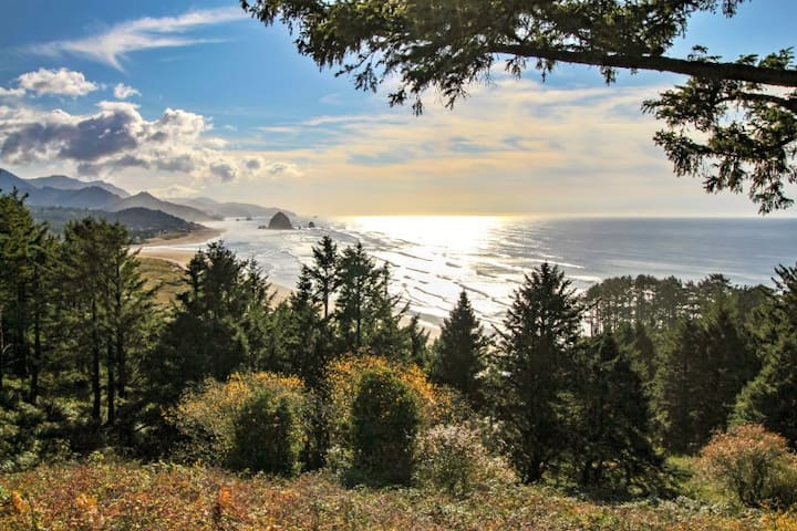 The Viewpoint - Incredible Views - Adjacent to Ecola Park!