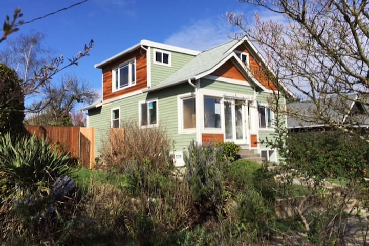 New 2BR Apt, Easy Access to DT, G-Town, & Airport - Seattle - Hus