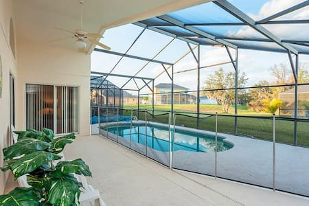 Gorgeous family home near parks! - Kissimmee