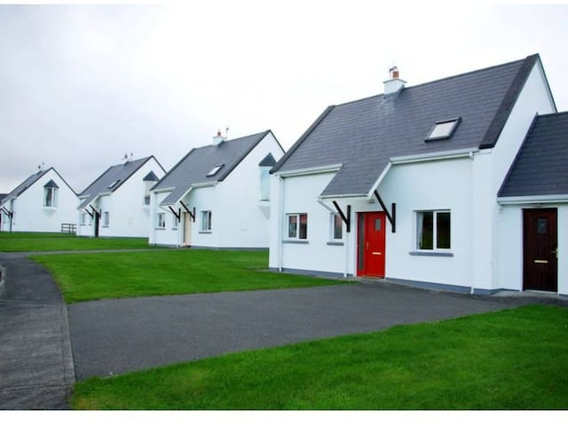 Burren Way Cottages  Bell Harbour - 3 Bed Type B - Ballyvaughan - Talo
