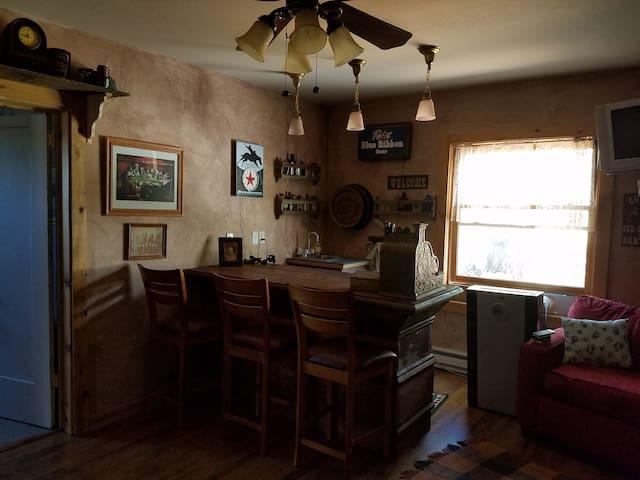 Robin's Nest Cabin & Saloon - Munds Park